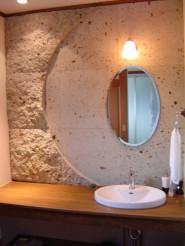 丸い鏡のデザイン洗面台